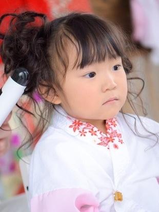 【西新の美容室リエット】娘の3歳の七五三でのセット風景のサムネイル